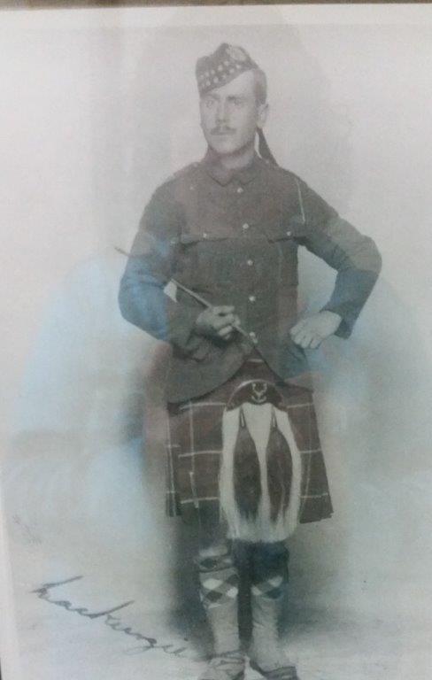 1915-Mack-kilt